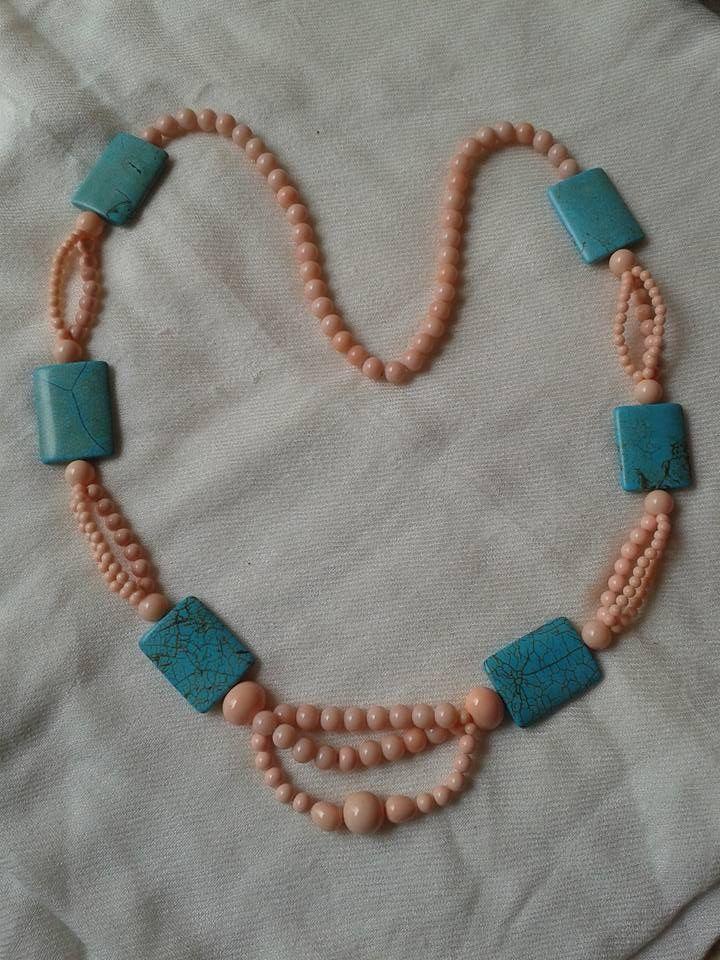 collana magnesite turchese e conchiglia. Lunghezza 86 cm