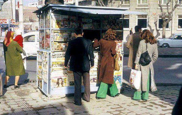 1980'ler.. Çankaya'da bir gazete büfesi..