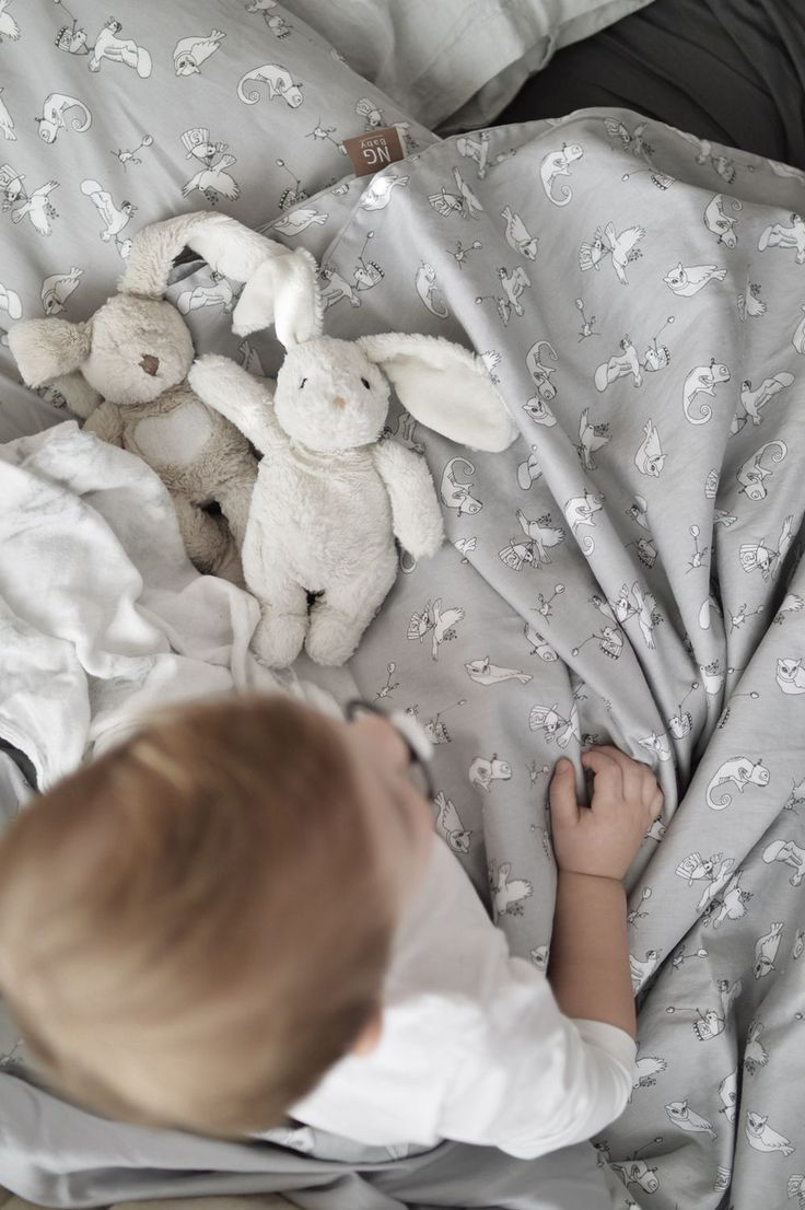 Påslakanset Fairytale Grey, kollektion NG Baby Woods & Fairytales i ekologisk GOTS-certifierad bomull.   Källa: Ida Marie Isaksson