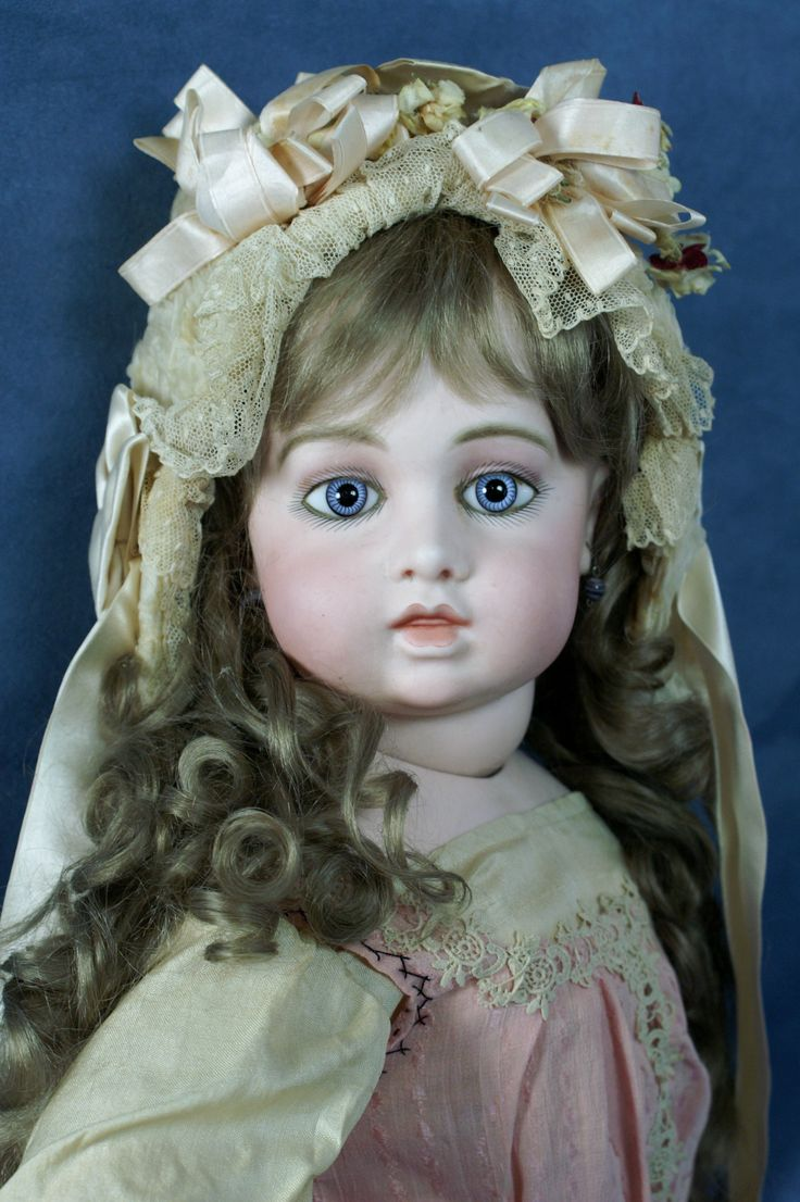 movie-girl-finds-porcelain-doll