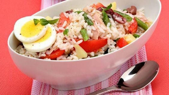 La ricetta dell'insalata di riso alla nizzarda da realizzare per un pranzo nutriente e sfizioso