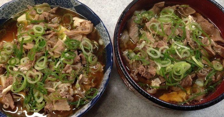 大阪名物の肉すいとは昔、吉本の某芸人がお酒を飲んだ後に胃にもたれないよう店主に肉うどんのうどん抜きを頼んだのが始まりです