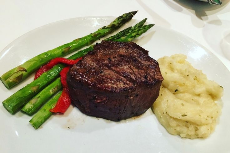 https://flic.kr/p/TLGEmC | filet mignon Flemings Steakhouse | with asparagus and mashed potatoes