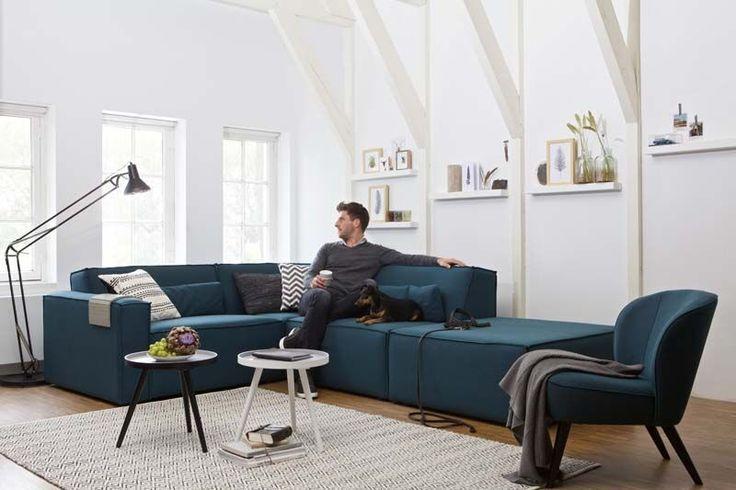 Karwei met een hoog plafond en mooie witte muren kun je kleur geven aan je woonkamer met je - Een rechthoekige woonkamer geven ...