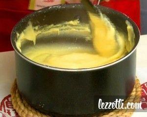 Sade Pasta Kreması nasıl yapılır? Resimli tarifle yapmayı öğrenin. Fotoğraflı tarifle Sade Pasta Kreması yapın.