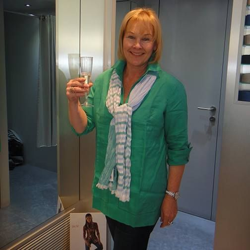 Customer in an Elegant Green Summer Shirt and Beautiful Scarf - Oxford St, Paddington, Sydney #Summer #Spring #Hot #Fashion #Clothes #Shirt #Shop #Store #Fashionable #Stylish #Naracamicie