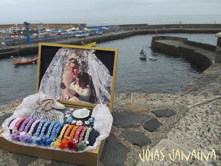 En dos semanas toca acompañar a nuestra señora de la Virgen del Carmen en el día de la embarcación ... Una celebración siempre presente y realmente inspiradora .. Por ello, creamos estas 15 pulseras de las que cuelgan abalorios liados a esta festividad .. Viva la Virgen del Carmen, VIVA !!
