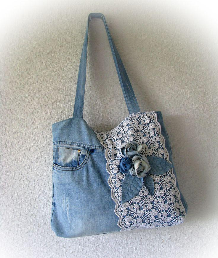 Jeansblau Boho Tasche mit Applikation eine Rose Patchwork Jean Handtasche mit Spitze Handgefertigte Jean Tasche Recycelte Jeans