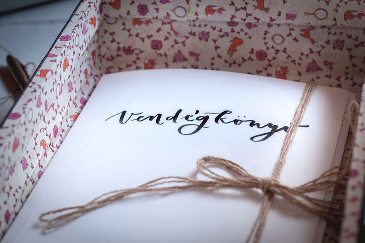 wedding decor, wedding design, DIY, l'amarin design, vintage typewriter, guestbook, vintage suitcase, luggage, old suitcase restoration, makeover, willow, lake, calligraphy, lavender, esküvői dekor, dekoráció, dizájn, Balaton-felvidék, csináld magad, esküvői dekoráció, régi írógép, vendégkönyv, bőrönd felújítás, régi bőrönd, kalligráfia, fűzfa, tópart, levendula