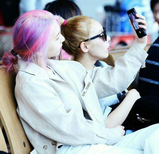 Jiwoo & Somin. Jiwoo's hair I just can't