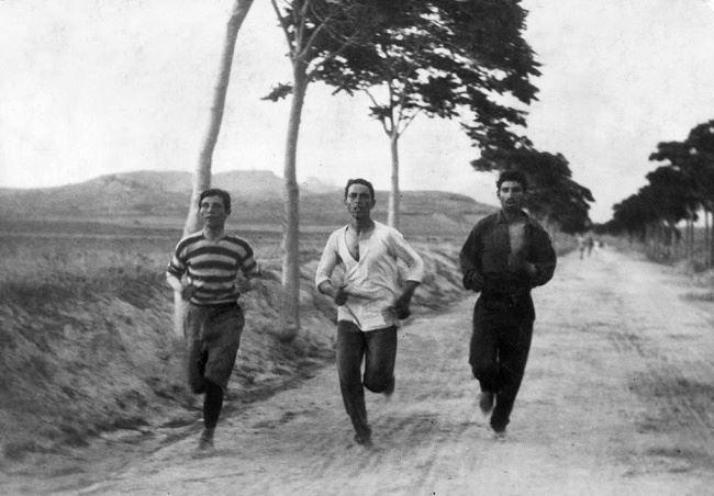 Maratona nos primeiros Jogos Olímpicos modernos em Atenas, Grécia, em 1896.