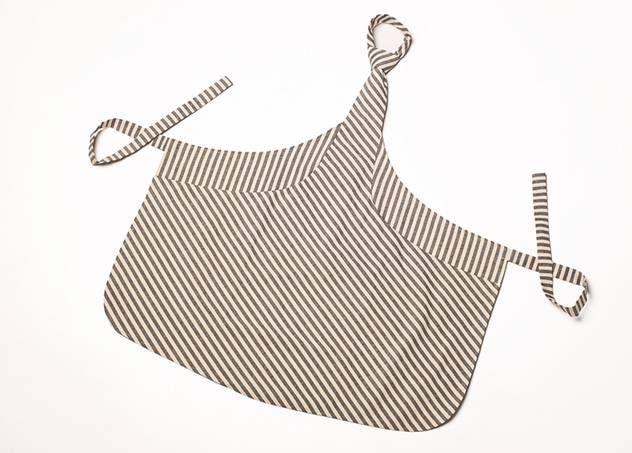 Tie & Apron - schort en das in één - wit met grijze strepen :: Le Goût des Couleurs producten - Webshop