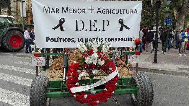 """Los agricultores del Campo de Cartagena esperan que el Mapama cumpla las medidas """"urgentes"""" pactadas hace nueve meses"""