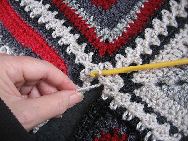 Flat Braid 3-Ch Crochet Join Tutorial pattern by Margaret MacInnis. I've used this technique 3 times now, its my 'go to' join now because its easy and is great looking.                          ❥Teresa Restegui http://www.pinterest.com/teretegui/ ❥
