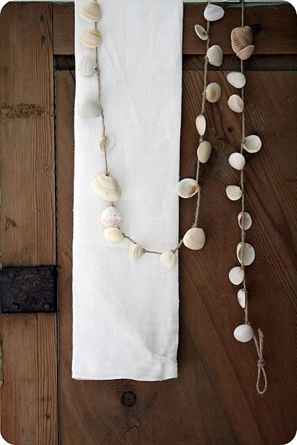 shell garland, now i know what to do with all the shells i collect from Mt Maunganui, Eastern Beach and Kohimarama. @Dagmar Bleasdale (Dagmar's Home) Dyck, a project idea for your kids. @Hiria Ropiana Toimata, you too. x