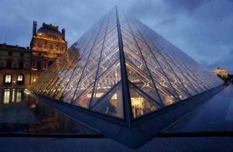 Falsches Vorbild? Die Glaspyramide im Eingangsbereich des Louvre.