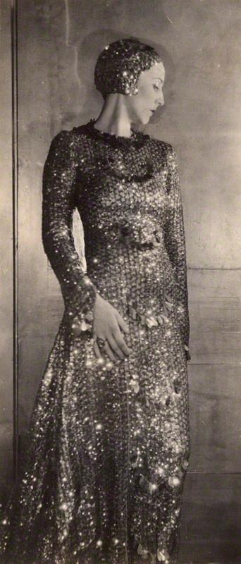Paula Gellibrand, Marquise de Casa Maury - 1928 - Photo by Sir Cecil Beaton - National Portrait Gallery, London - @~ Watsonette