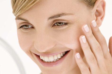 Cómo hacer desaparecer las manchas oscuras y tener una piel hermosa y brillante | Muy Fitness