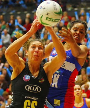 Irene Van Dyk, Langman and Kopua linked with possible en masse move to the Pulse #ANZC http://www.stuff.co.nz/sport/netball/8864794/Magics-Van-Dyk-linked-with-move-to-Pulse
