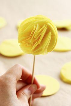 DIY para fiestas: Pompón Topper para Cupcakes