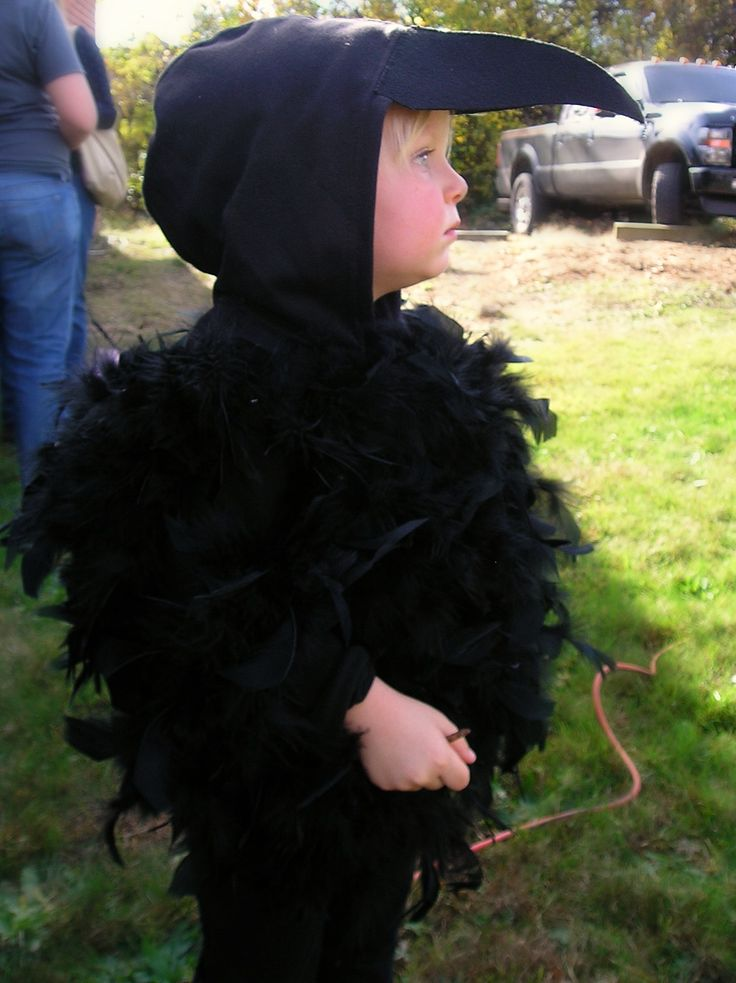 Crow Costume Ideas | this was my next favorite costume spotting. ;)