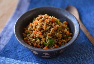 いちばん丁寧な和食レシピサイト、白ごはん.comの『カレーそぼろの作り方』を紹介するレシピページです。そぼろと野菜で作るやさしい味のカレーそぼろ。ひき肉は鶏、豚、牛、合いびき何でも美味しく仕上がります。ぜひお試しください!