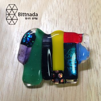"""Handcut fused glass broochGlass size: Medium (Length 45mm)One-Piece Pin Back with BailDesigned by """"bittnada"""""""