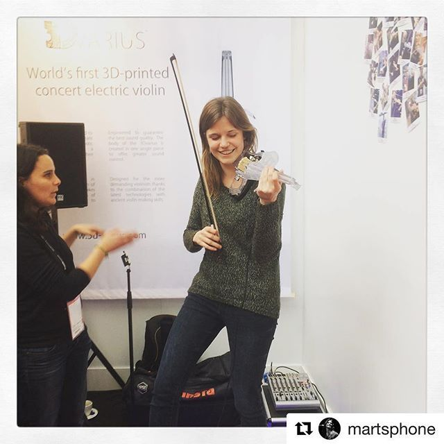 When @martsphone was trying the 3Dvarius at the #musikmesse  #Repost @martsphone with @repostapp ・・・ Today I tried the first 3D-printed violin! #3dvarius #musikmesse #frankfurt #violinistrepost,musikmesse,frankfurt,3dvarius,violinist