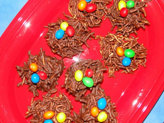 Nests at an Angry Birds Party #angrybirdsparty #candynests
