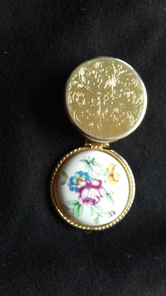 Check out this item in my Etsy shop https://www.etsy.com/ca/listing/384791872/beautiful-ornate-vintage-pill-box