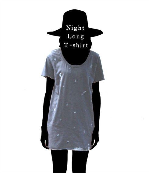 自作絵本の主人公『1君』が流れ星に乗って月にたどり着くという図案のTシャツです。流星Tシャツと連作になっています。(このTシャツは後編)着丈が長めでチュニック...|ハンドメイド、手作り、手仕事品の通販・販売・購入ならCreema。