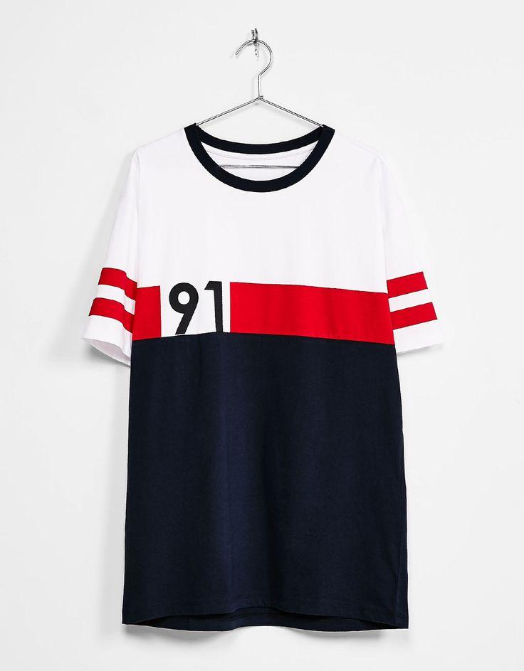 T-shirt rétro 91 faixa texto. Descubra esta e muitas outras roupas na Bershka com novos artigos cada semana