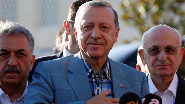Bei einem Moschee-Besuch in Istanbul kollabierte der türkische Staatspräsident Recep Tayyip Erdogan – angeblich wegen seiner Diabetes