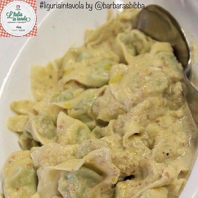 Pranzo in #Liguria a base di #Pansoti con salsa di noci, altra salsa tipica dopo sua maestà il pesto #italiaintavola #liguriaintavola #italy #italianfood #pasta