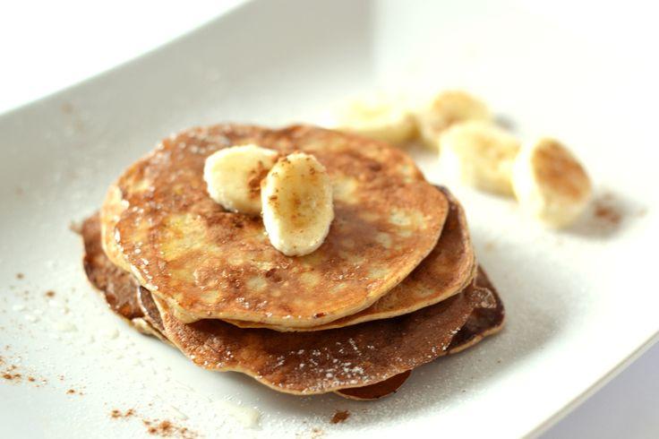 3 hozzávalós banános palacsinta recept: Ha reggelente nem szeretünk, vagy nincs időnk sokat időzni a konyhában, akkor ez a recept nagy kedvenc lesz. Egészséges, liszt nélküli palacsinta - azaz gluténmentes -, mindössze 3 hozzávalóból! Másik előnye pedig, hogy csak 10-15 perc kell az elkészítéséhez.
