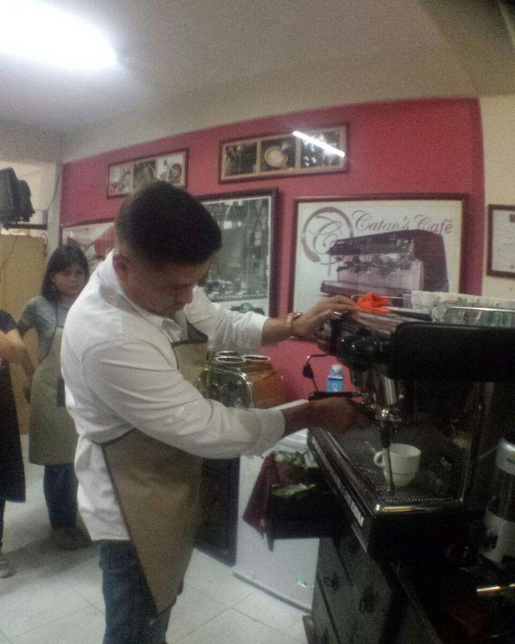 @kamikaze06 participante del curso de hoy de Operador de Maquina de Expresso  #Coffee #cataoscafe #iloverancilio #coffeelovers #caffeine #cafevenezolano #cafe #coffeebreak #cafecito #cafeto #cafe #espresso #espressolovers #cappuccino #latteart #barismo  #coffeeshop #coffeebar #latteart #brew #coffeeroaster #coffeebrewing #caffe #coffeeaddict #aeropress #rancilio #casadio #faema http://ift.tt/1Vbg53z