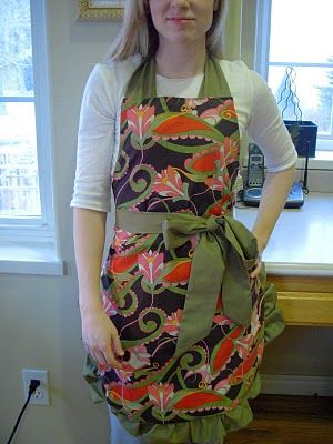 530 best aprons images on pinterest aprons kitchens and sew this might be my first summer project do it yourself divas diy flirty apron solutioingenieria Images