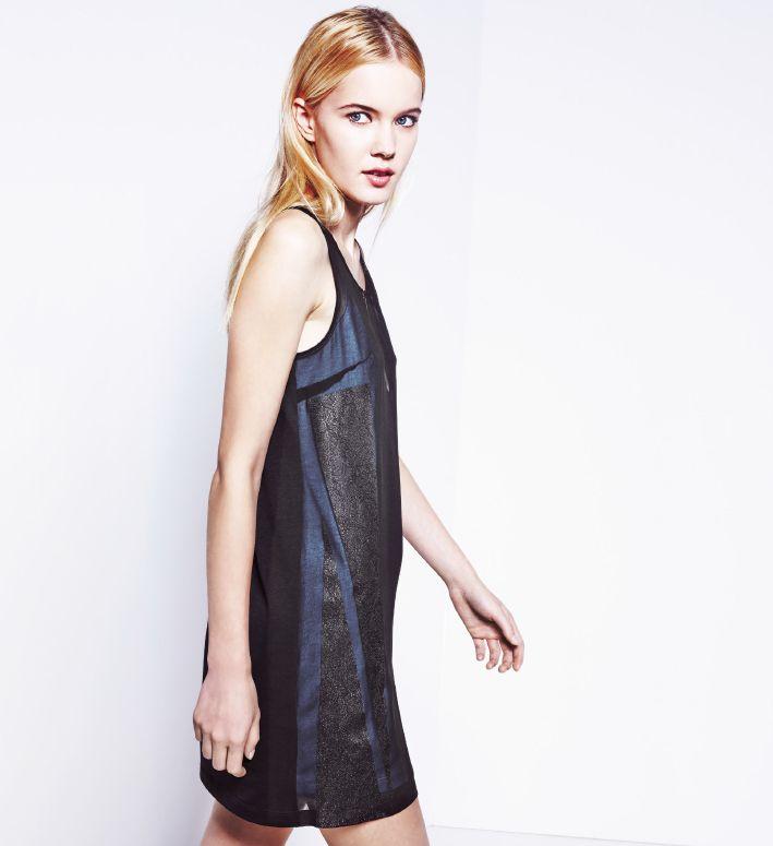 Sukienka w graficzne wzory