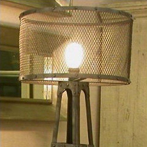 Lampadaire en métal avec abat-jour grillagé Baltard Chehoma