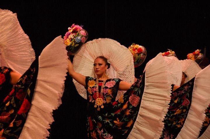 Ballet Folclórico Nacional de México de SILVIA LOZANO | Miguel Hidalgo | iBazar