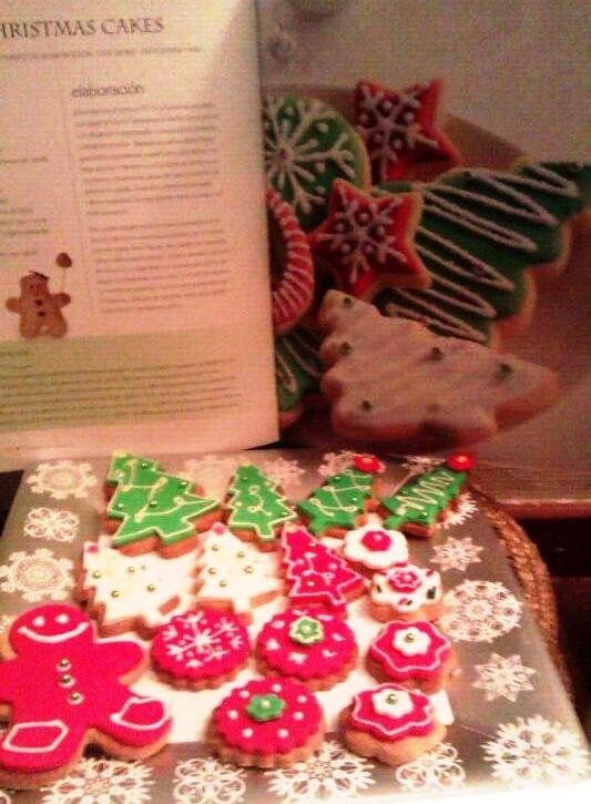 Disfruta de una gran variedad de galletas navideñas sólo con reservar tu pedido en MISs Cakes. Elige tu diseño y disfruta con los tuyos de postres navideños diferentes.  Pedidos 639441603. misscakes_cocktails@hotmail.com.