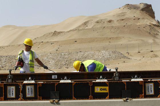 El AVE del desierto lucha con la arena