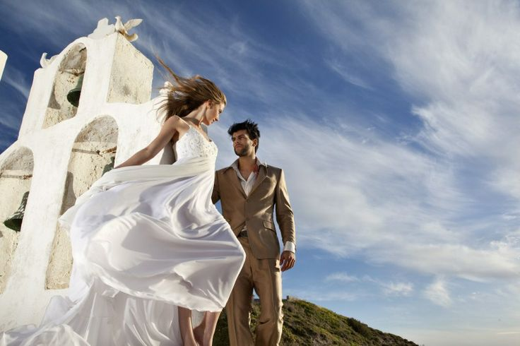 Live the #wedding of your dreams in #Santorini Island.