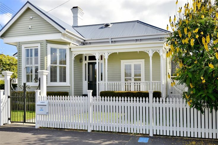 Lovely entryway and exterior of 3 bedroom 1920's villa @ Tainui Rd, Devonport. Pretty white trim and white picket fence. (in Apr 2014)