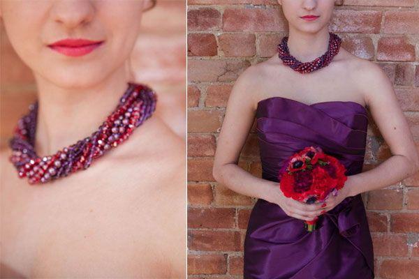 Acessórios coloridos para convidadas. #casamento #colar #convidada #acessório #roxo