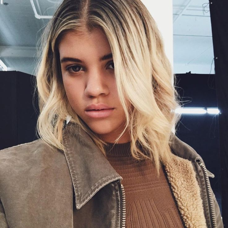 Sofia recently got the most popular haircut of the season, the lob, thanks to celebrity stylist Andy LeCompte. Naturally, she added a bit of edge with a dark root to platinum blonde ombré color and soft layers that Andy dry-cut for a blunt finish.