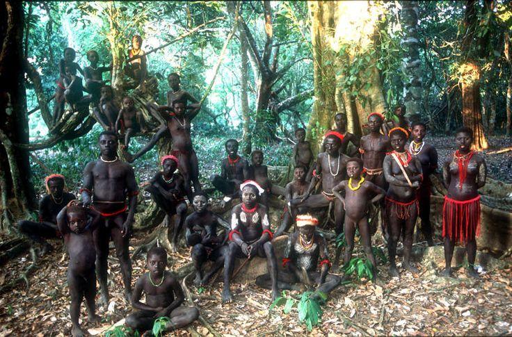Los jarawas viven en los últimos retazos de selva virgen en las islas Andamán del océano Índico. © Salomé/Survival