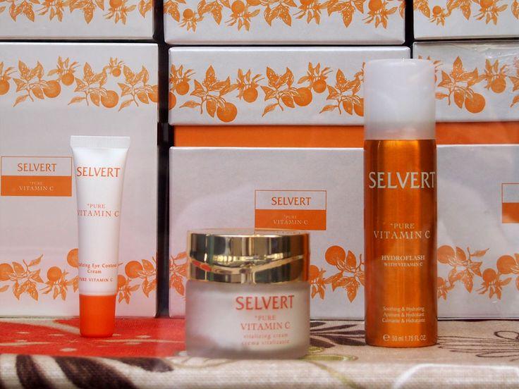 Pack Pura Vitamina C de Selvert Thermal; contiene la crema facial, contorno de ojos y flash tensor. Ideal para usar en el cambio de estación, y darle así un baño de hidratación y vitaminas a la piel.