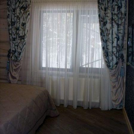 Элегантности шторам из #хлопок Pheasant Hunt #galleria_arben в спальне загородного дома придала подкладка из атласа Дизайн интерьера @tim_80_ текстильное оформление @shtorykristina #decoration #ткани #шторы #портьеры #fabric #декорокна