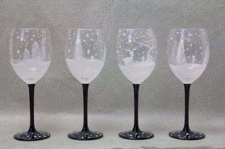 @manoncaramel vous propose un #DIY de Noël avec une customisation enneigée d'un lot de verres #babou à 5€. Top non ?